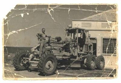 Primeira Moto Niveladora